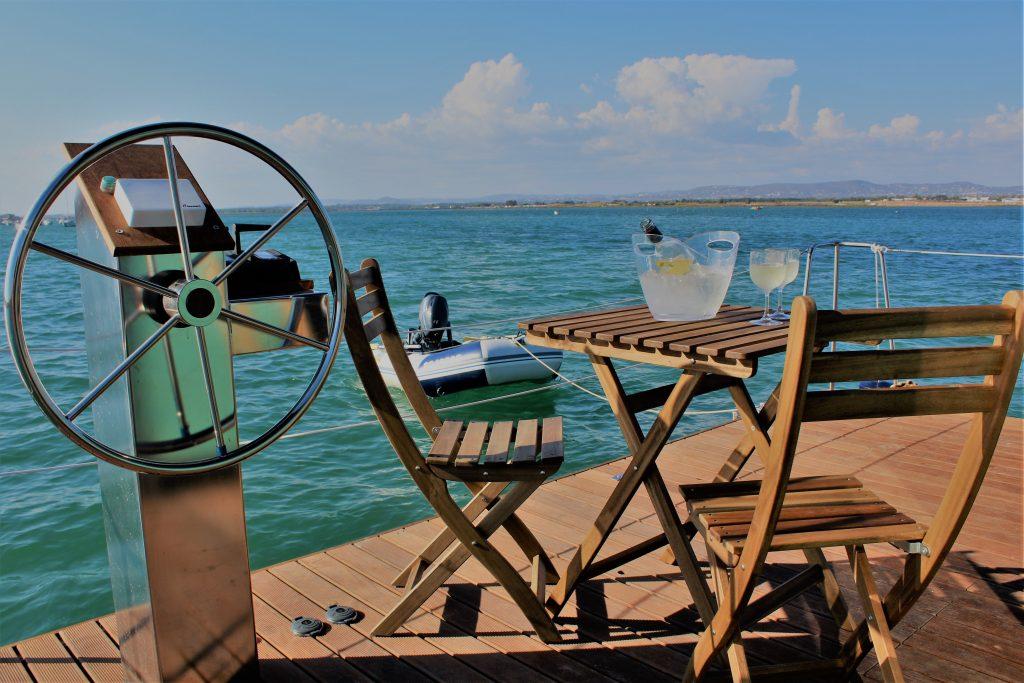 Deck Mesa - Alojamento barco casa na Ria Formosa, Faro, Algarve, Portugal